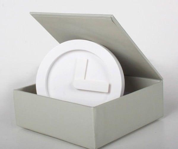 Poketo! Icon Clock Tells the Time with No Frills