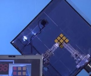 Robot Solves Rubik's Cube in 10 Seconds