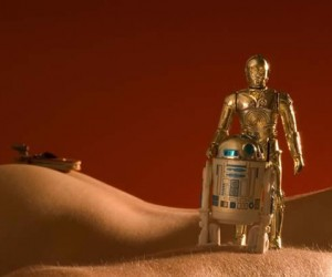 Sexy Star Wars Pics: R2, I Can C Your 3PO Showing