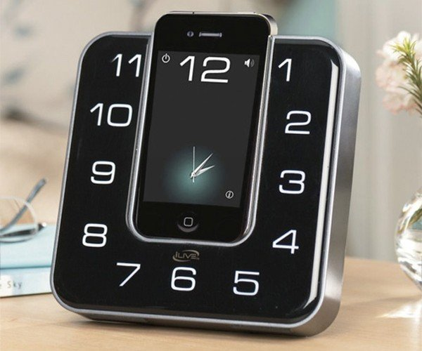iLive Clock Radio iPhone/iPod Touch Dock: An Analog Clock for Your Digital Device