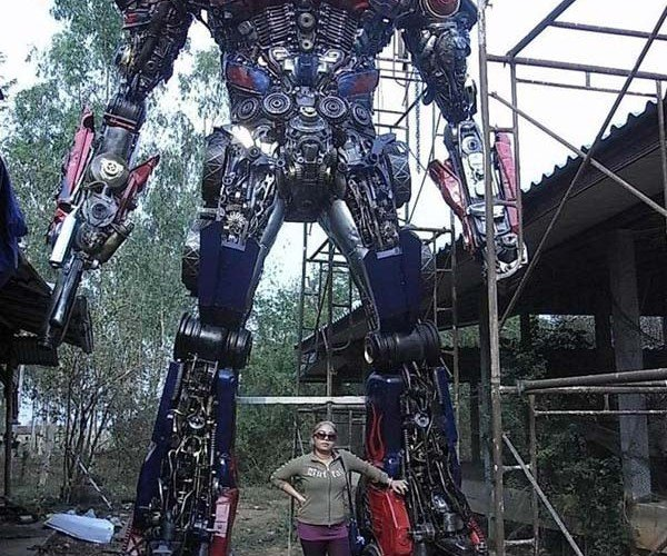 Thai Sculptor Transforms Scrap Cars Into Massive Transformer Sculptures