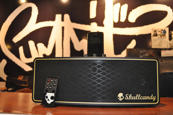 skullcandy vandal dock ipod touch iphone station amp speaker