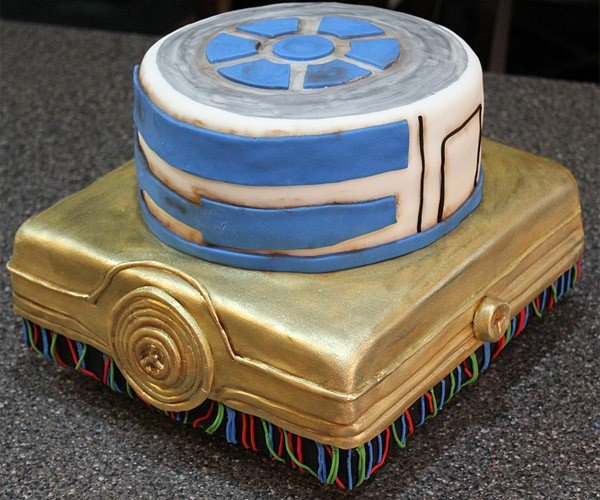 C-3PO and R2-D2 Make a Cake