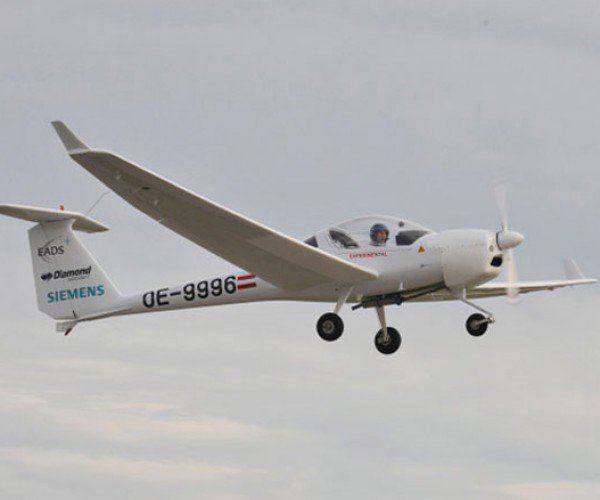 Green Siemens Airplane is the Chevy Volt of Aviation