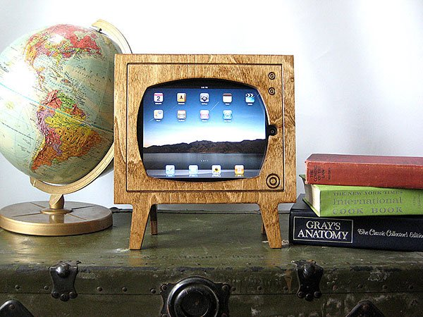 wood-retro-tv-ipad-dock-by-miterbox.jpg