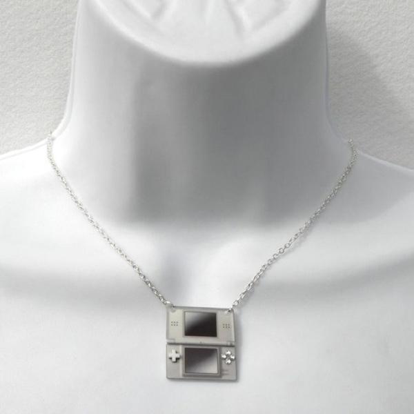 girl gamer necklace deadl pretty designs xbox 360 nintendo ds