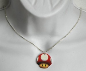 071211 rg DeadlyPrettyNecklaces 06 300x250