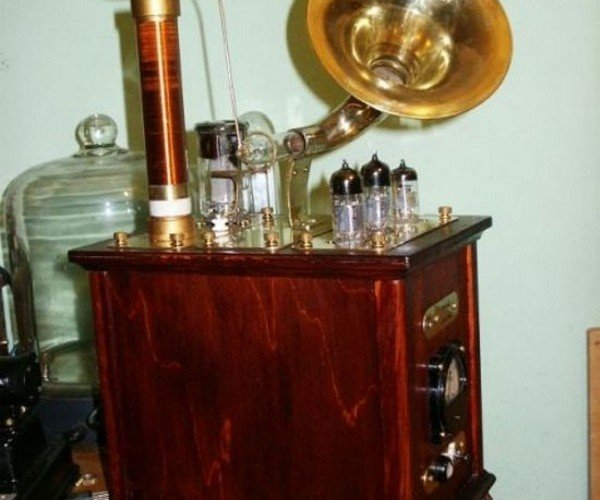 The Steampunk Plasma Speaker Looks Mighty Fine While Playing Mozart