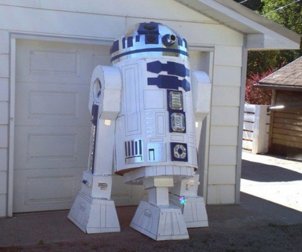 Giant R2-D2 Proves You Can Make Anything with Cardboard and Duct Tape