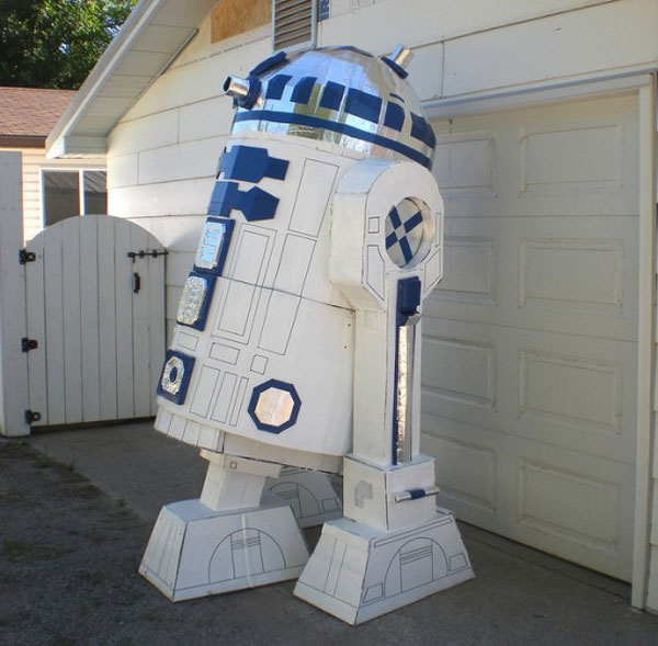 Giant R2 D2 Proves You Can Make Anything With Cardboard