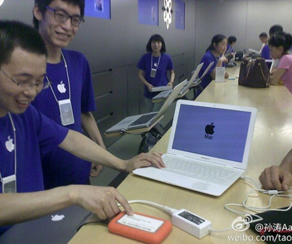 Chinese Man Brings Fake MacBook Air to Real Apple Store for Help, and Gets it!