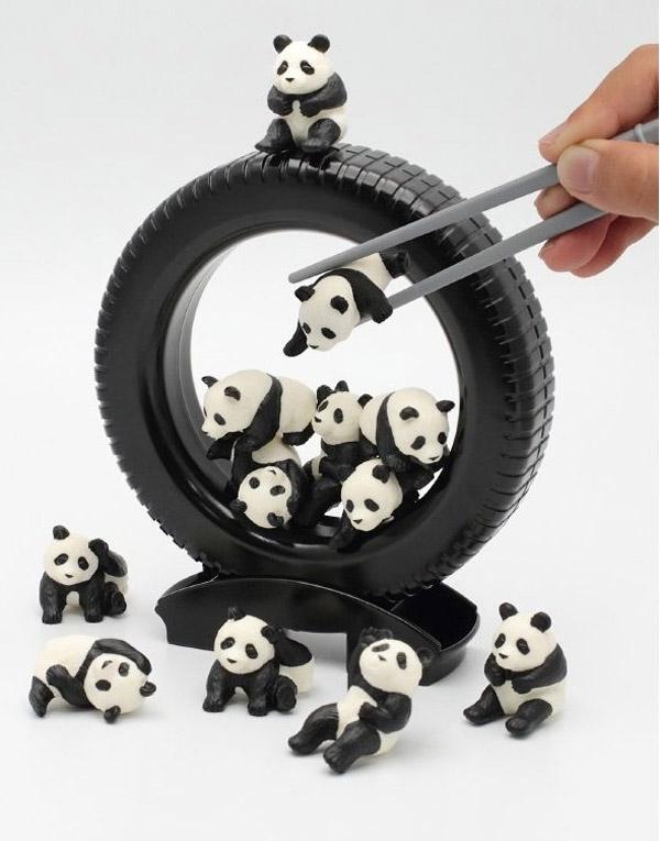 panda_darake_chopstick_practice