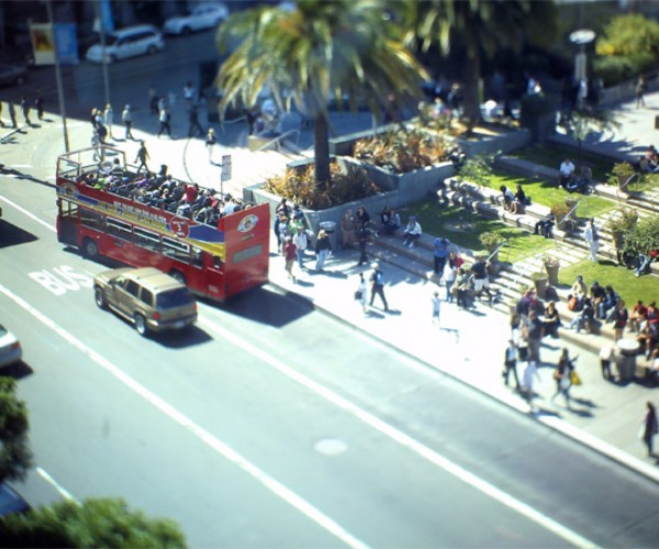 Tilt-Shift Point-and-Shoot Camera Makes Tiny Worlds Without Accessories