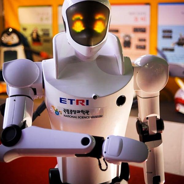etro etri robot faceplate led fake emotions south korea