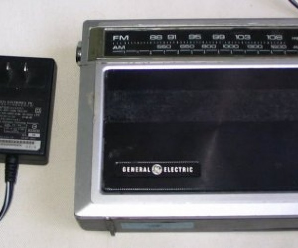 Retro Radio Turned into an MP3 Player, with Cellphone Remote: Thieves Are Clueless