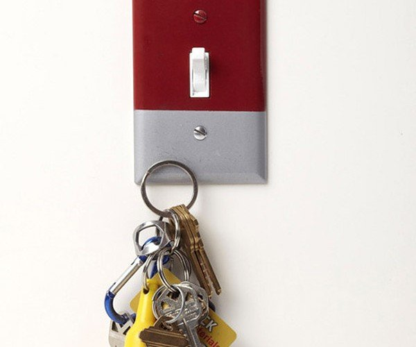 Magnetic Light Switch Plate Holds Keys with Ease