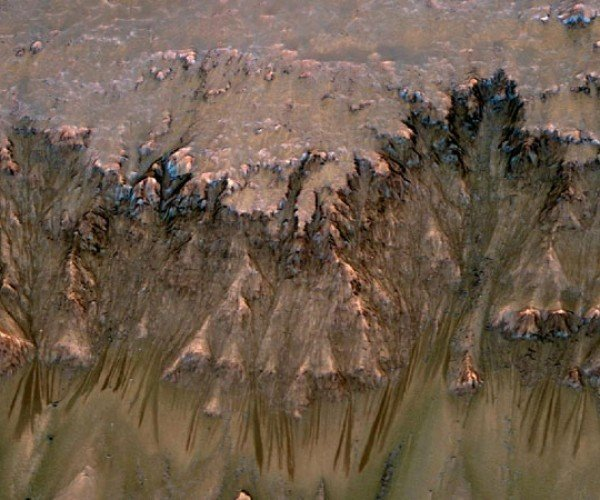 NASA Probe Finds New Evidence of Water on Mars, Johnny Cab Nowhere to be Found
