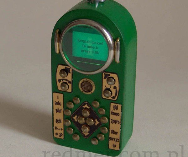 Neo-Victorian Cell Phone Still Smaller (and More Stylish) Than 1980s Brick Phones