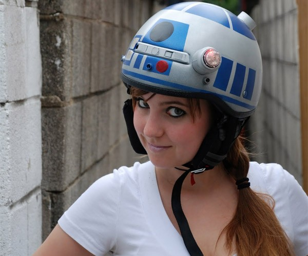 R2-D2 Bike Helmet Protects Your Motivator Unit