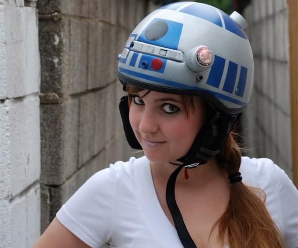 R2-D2 Bike Helmet Protects Your Motivator Unit