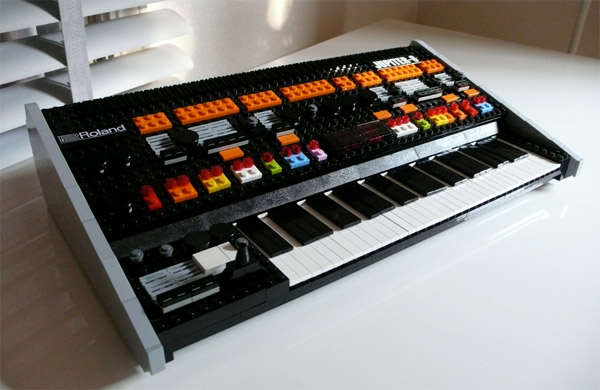 roland_jupiter_8_lego_synthesizer_1