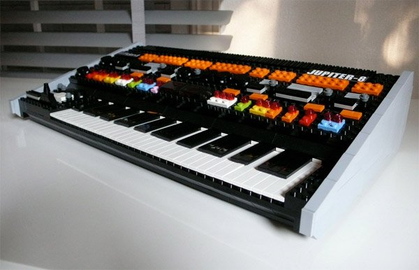 roland_jupiter_8_lego_synthesizer_2