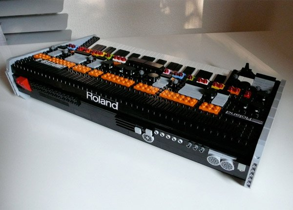 roland_jupiter_8_lego_synthesizer_3