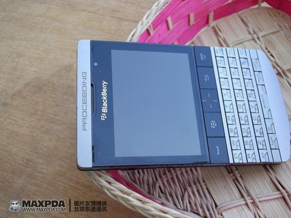 091111 rg Blackberry9980 01