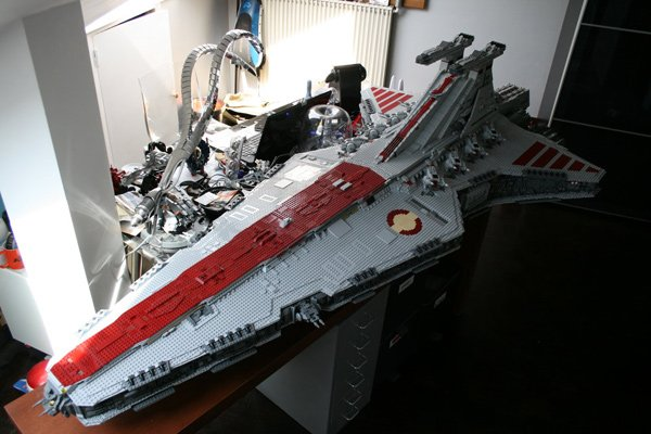 091411 rg LEGOStarDestroyer 02