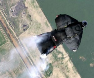 Guy Flies Through Chinese Mountain with Wingsuit, Lives to Tell the Tale