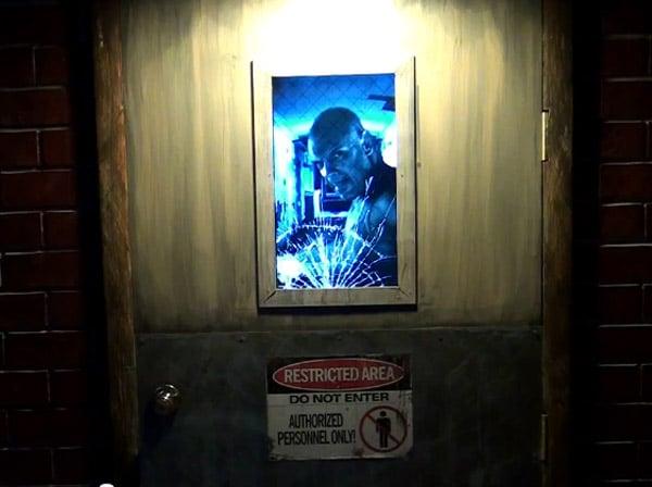 axe_killer_door_2
