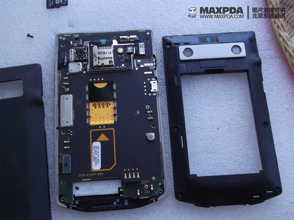 blackberry 9980 disassembled