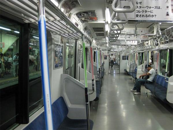 lightsaber_hand_rails_tokyo_train_2