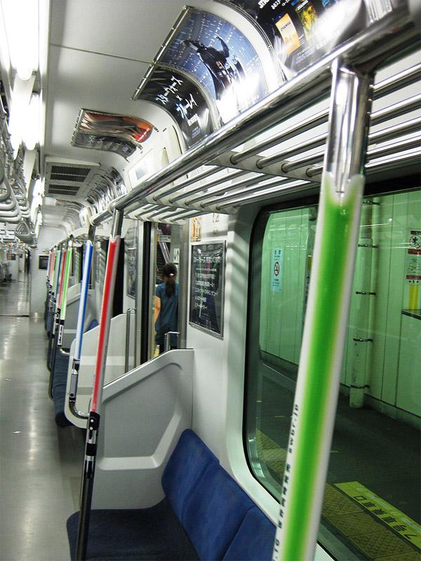 lightsaber_hand_rails_tokyo_train_3
