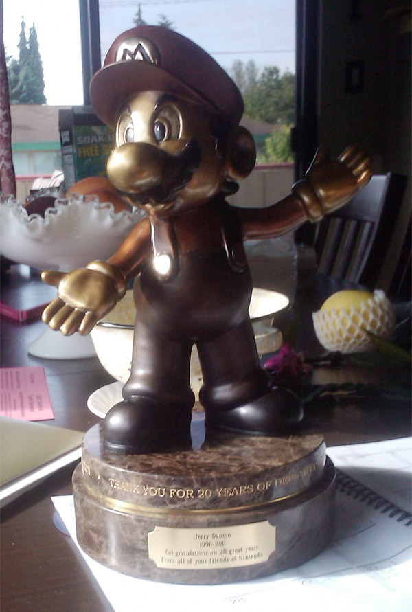 nintendo_mario_20_year_statue