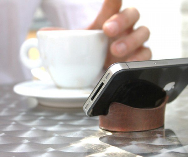 Smartphone Leather Bracelet: Wear Your Stand on Your Wrist