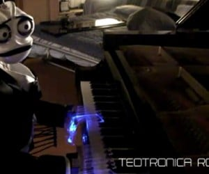 Teotronico, the Well Dressed Robot Pianist