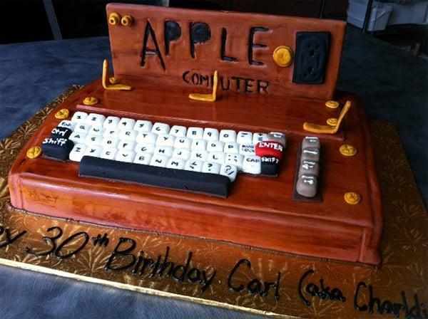 apple_1_computer_cake