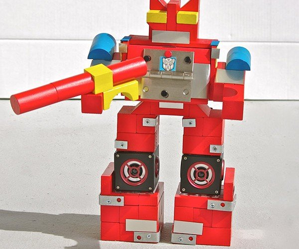 Blaster Transformer Speaker Booms His Way into Our Hearts