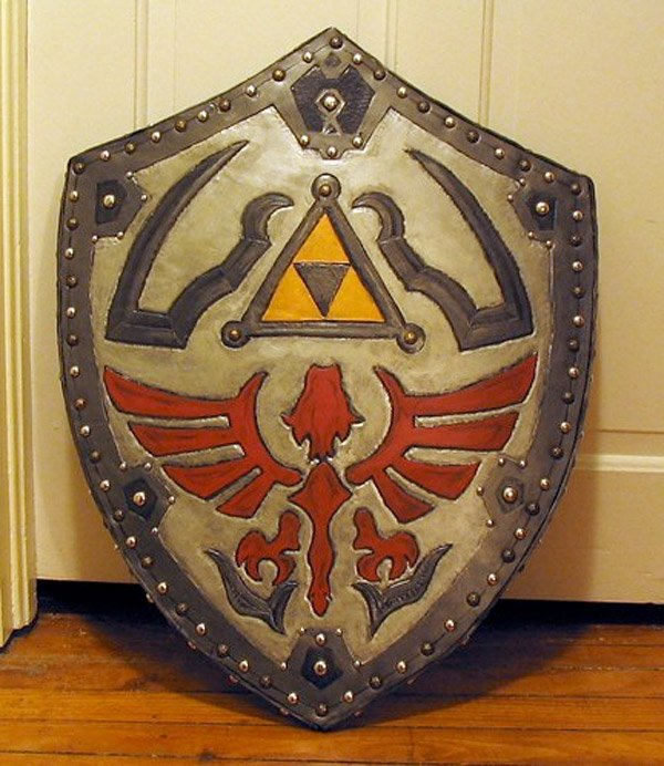 hylian shield cosplay 1
