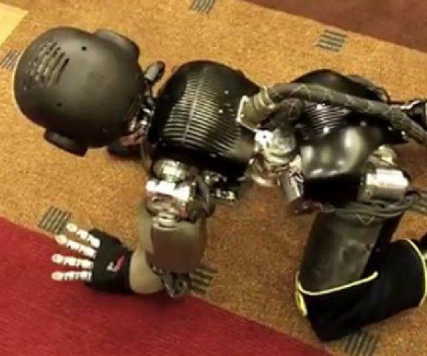 iCub Robot Acts Like a Baby, Now Crawls
