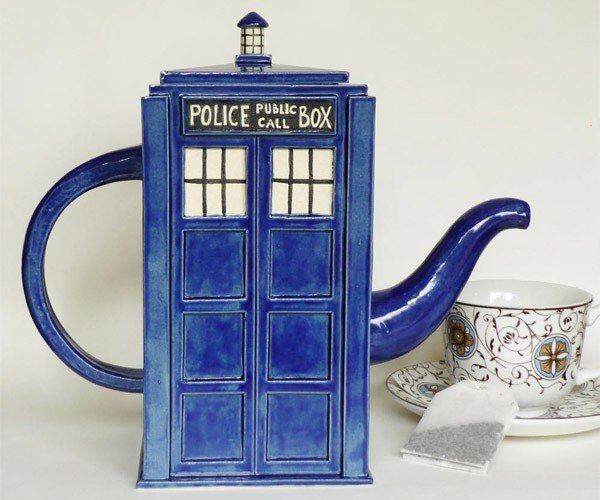 TARDIS Teapot: Tea and Relaxing Drinks in Space