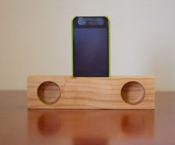 iPhone Passive Wooden Speakers: Look Ma, No Electricity!