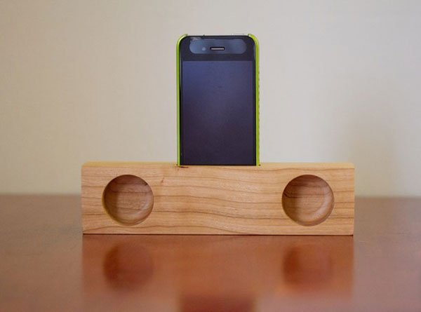 iphone passive wooden speakers look ma no electricity. Black Bedroom Furniture Sets. Home Design Ideas