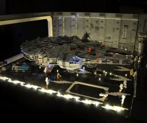 Star Wars Escape from Docking Bay 327 Diorama: Lights Up Like a Christmas Tree