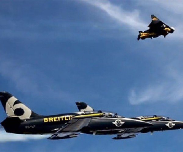 Jetman Yves Rossy Flies in Formation: Danger Has No Meaning to This Guy