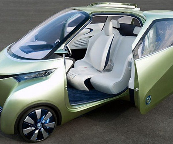 Nissan Pivo Concept Car Has Wing-like Doors; It Can't Fly But It Can Park Itself