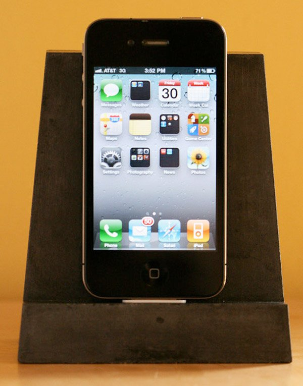 concrete iphone dock 1
