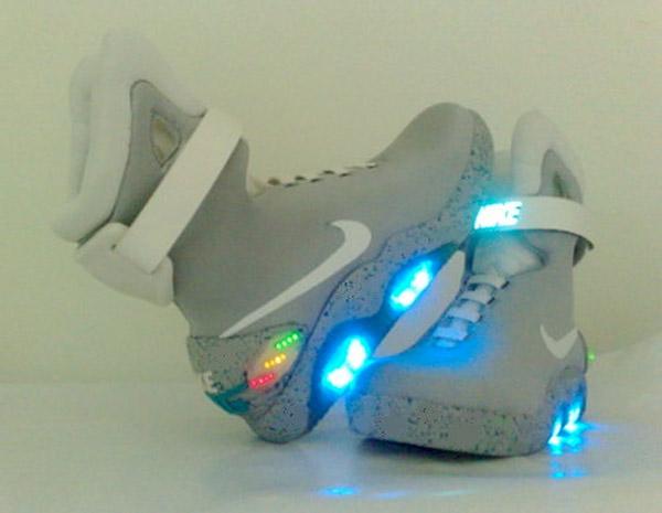 9b54b042c87d nike light up shoes green