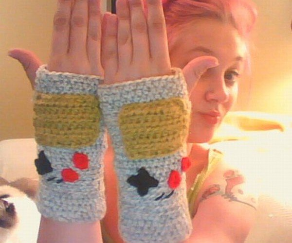 Fingerless Game Boy Gloves on a Game Girl
